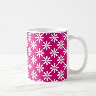 Diseño magenta y blanco del estampado de flores taza