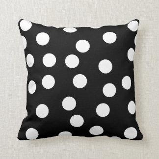 Diseño manchado blanco y negro almohada
