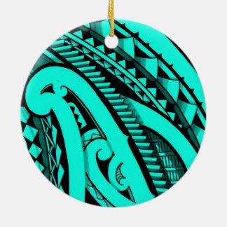 Diseño maorí coloreado del tatuaje adorno redondo de cerámica