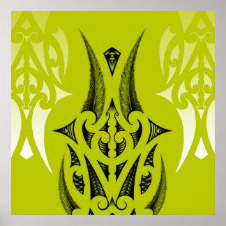 Diseño maorí del tatuaje con las plumas póster