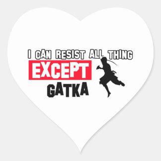 diseño marcial del gatka pegatina en forma de corazón