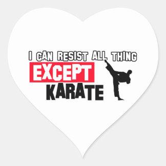 diseño marcial del karate pegatina en forma de corazón