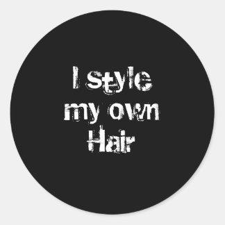 Diseño mi propio pelo. Blanco y negro. Pegatina Redonda