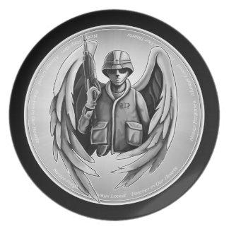 Diseño militar del ángel del soldado platos