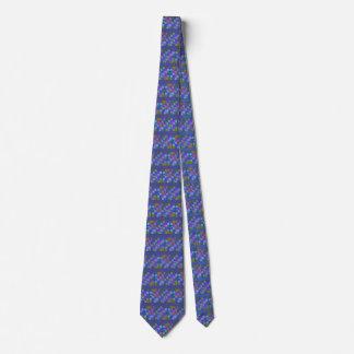 Diseño multicolor abstracto en la corbata de los