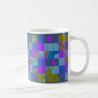 Diseño multicolor abstracto en la taza de café