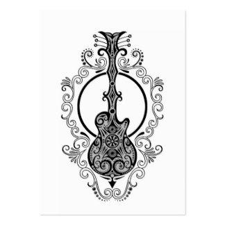 Diseño negro complejo de la guitarra en blanco tarjeta de visita
