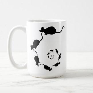 Diseño negro lindo del ratón. Espiral de ratones Taza Clásica