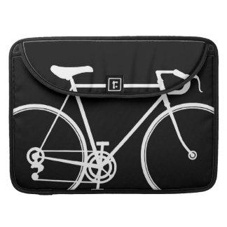 "Diseño negro Macbook favorable 15"" de la bici caja Fundas Para Macbooks"