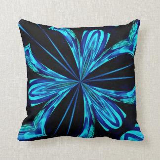 Diseño negro y azul impresionante del cometa cojín decorativo