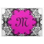 Diseño negro y blanco rosado elegante con el monog mantel