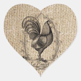 diseño negro y gris rústico del gallo en la pegatina en forma de corazón