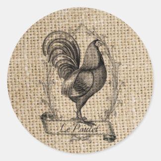 diseño negro y gris rústico del gallo en la pegatina redonda