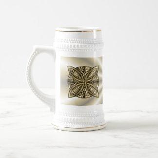 Diseño original del nudo céltico del oro jarra de cerveza