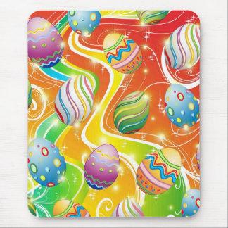 Diseño ornamental feliz de los huevos de Pascua Tapetes De Raton