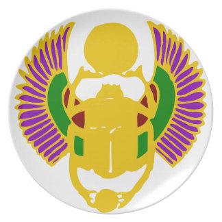 diseño-oro egipcio con alas y blanco del plato