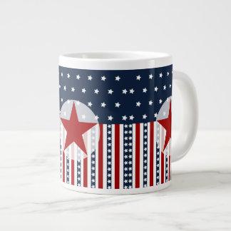 Diseño patriótico de la bandera americana de las taza de café gigante