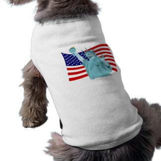 Diseño patriótico de la bandera playera sin mangas para perro