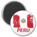 Diseño peruano de la bandera del grunge imán de nevera