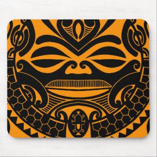 Diseño polinesio de la máscara del tiki alfombrillas de ratón