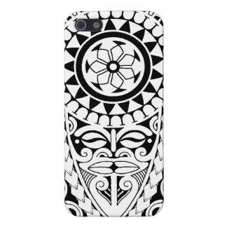 Diseño polinesio del tatuaje del sol y de la másca iPhone 5 protectores
