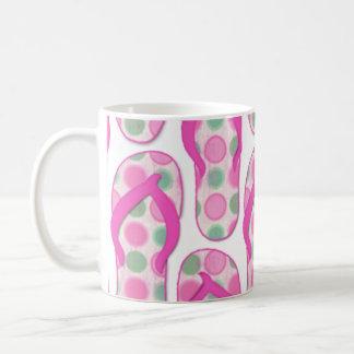 Diseño punteado polca rosada del flip-flop taza