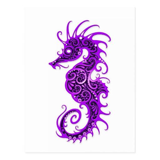 Diseño púrpura complejo del Seahorse en blanco Postal