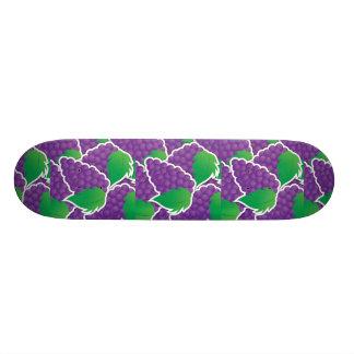 Diseño púrpura de la fruta de las uvas de la monopatín