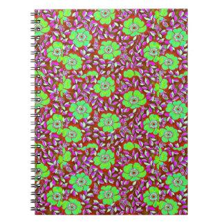 Diseño púrpura de las hojas de las flores verdes d libros de apuntes con espiral