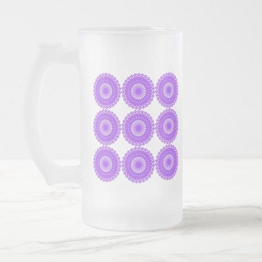 Diseño púrpura del cordón taza