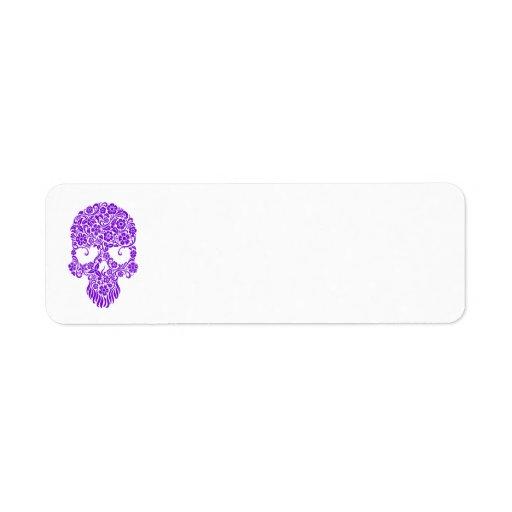 Diseño púrpura del cráneo de las flores y de las v etiquetas de remite