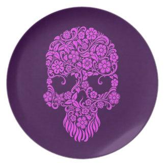 Diseño púrpura del cráneo de las flores y de las v plato