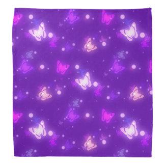 Diseño púrpura violeta de las mariposas ligeras bandana