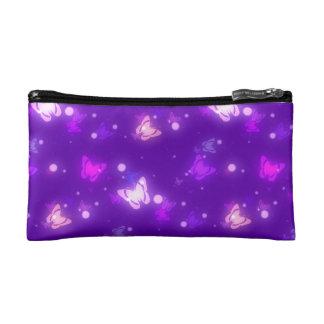 Diseño púrpura violeta de las mariposas ligeras de