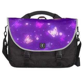 Diseño púrpura violeta de las mariposas ligeras de bolsas para ordenador