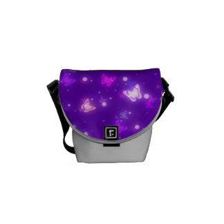 Diseño púrpura violeta de las mariposas ligeras de bolsa de mensajería