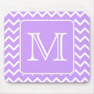 Diseño púrpura y blanco de Chevron. Monograma de e Alfombrillas De Ratón