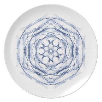 Diseño redondo azul del fractal plato para fiesta
