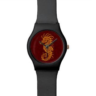Diseño rojo de oro complejo del Seahorse Reloj