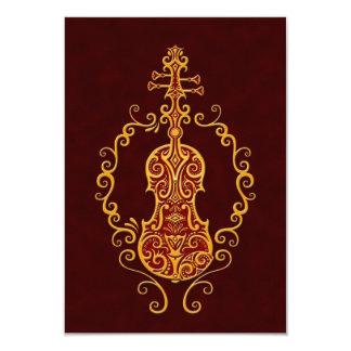Diseño rojo de oro complejo del violín invitación
