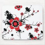 Diseño rojo de Sakura de la flor de cerezo Tapetes De Ratón