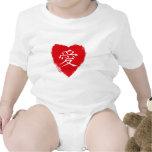 Diseño rojo del amor del kanji del ai del corazón traje de bebé
