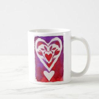 Diseño rojo del corazón de Scherenschnitte Tazas