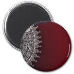 Diseño rojo oscuro y de plata iman de nevera