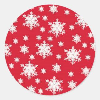 Diseño rojo y blanco del copo de nieve pegatina redonda