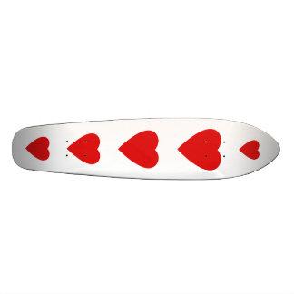 Diseño rojo y blanco del corazón del amor patines