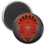 Diseño, rojo y negro mayas de la máscara imán para frigorifico