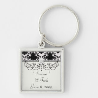 diseño romántico blanco y negro del damasco llavero cuadrado plateado