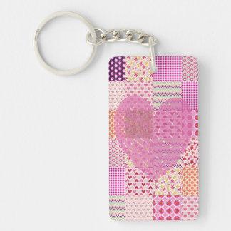 Diseño romántico del corazón del remiendo del rosa llavero rectangular acrílico a doble cara