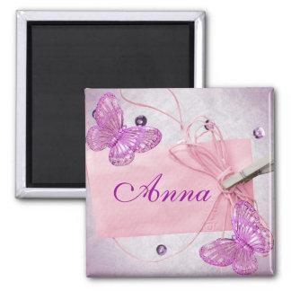 Diseño rosado bonito adaptable de la mariposa imán cuadrado